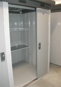 トランクルームドアは女性にも使いやすく開閉スムーズ