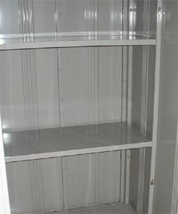 トランクルーム内は便利な二段棚完備